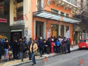Συνωστισμός στο κέντρο της Αθήνας για 4 δωρεάν γκοφρέτες! [pics, vid]