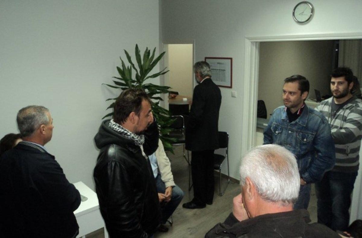 Κατέλαβαν το γραφείο Βουλευτή Τρικάλων | Newsit.gr