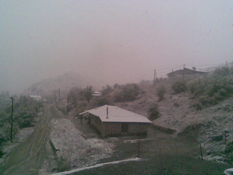 Έπεσαν τα πρώτα χιόνια στην Καστοριά | Newsit.gr