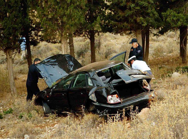 Ηλεία: Έπεσε με το αυτοκίνητο σε γκρεμό   Newsit.gr