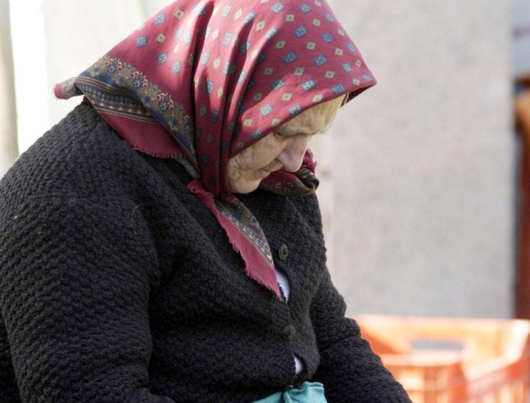 Θεσσαλονίκη: Χτύπησε 84χρονη για να την ληστέψει | Newsit.gr