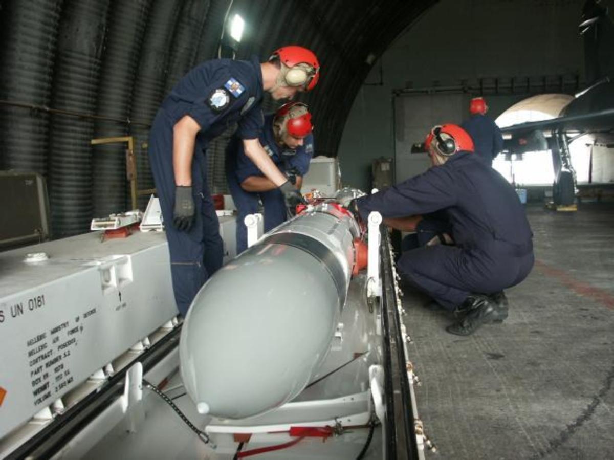 Τα «κουφέτα» του «Γρύπα»! ΦΩΤΟ από τη προετοιμασία των Μ 2000-5 με τους EXOCET | Newsit.gr