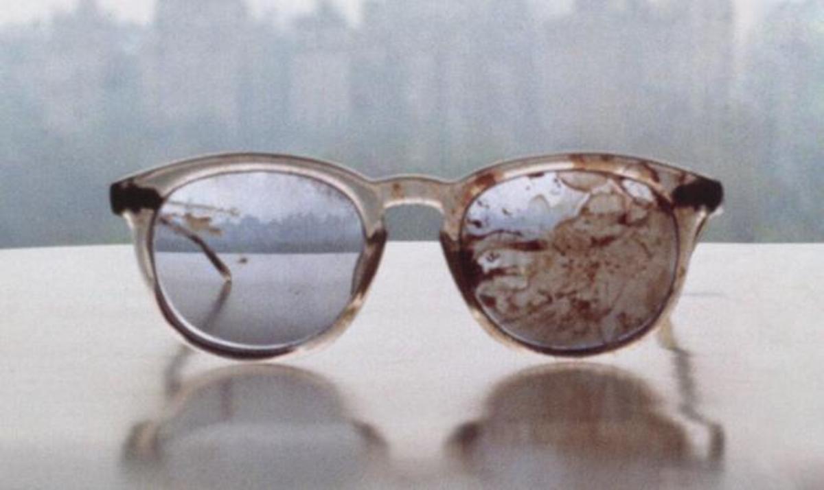 Yoko Ono: Ανέβασε στο twitter φωτογραφία με τα ματωμένα γυαλιά του John Lennon | Newsit.gr