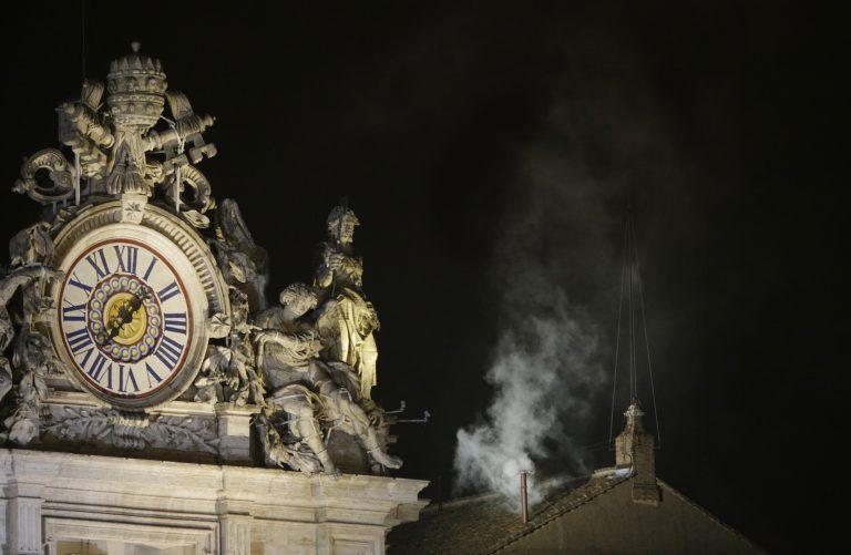 Habemus papam! –  Άσπρος καπνός στο Βατικανό! | Newsit.gr