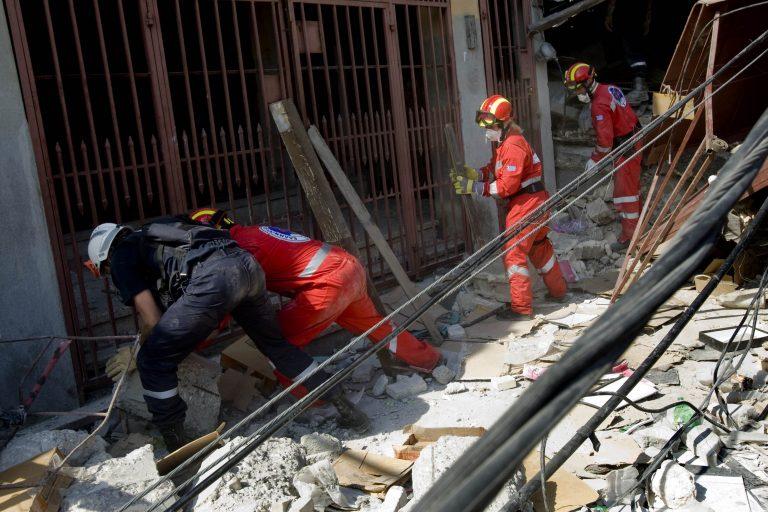 Επέστρεψε από την Αϊτή η Ελληνική Ομάδα Διάσωσης   Newsit.gr