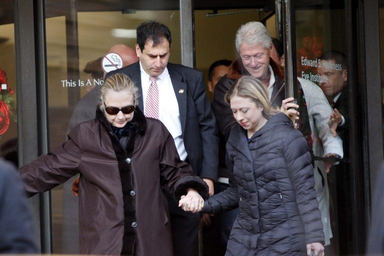 Βγήκε από το νοσοκομείο η Χίλαρι Κλίντον (ΦΩΤΟ) | Newsit.gr