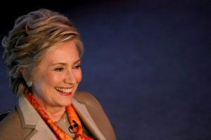 Η Χίλαρι «ξεπέρασε» τον Τραμπ με… Σαρτονέ