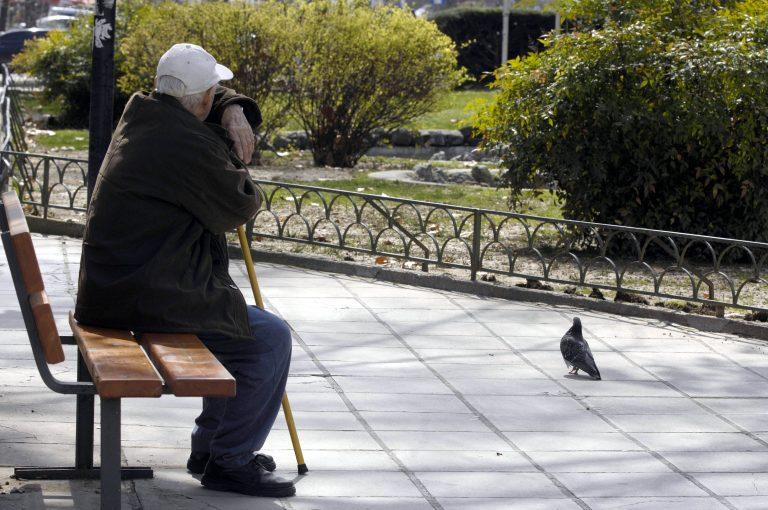 Ηλικιωμένος ξέχασε 5.000 στο ΑΤΜ και του τα επέστρεψαν! | Newsit.gr