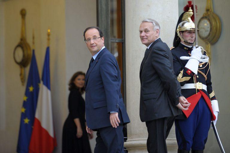 Ο Ολάντ στέλνει τον… πρωθυπουργό του να δει τη Μέρκελ! | Newsit.gr