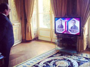 Γαλλία – Εκλογές: Η στιγμή που ο Ολάντ βλέπει τα πρώτα αποτελέσματα