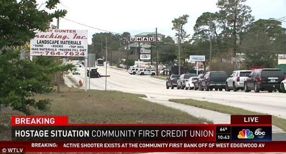 Ένοπλος κρατούσε ομήρους σε τράπεζα στη Φλόριντα | Newsit.gr
