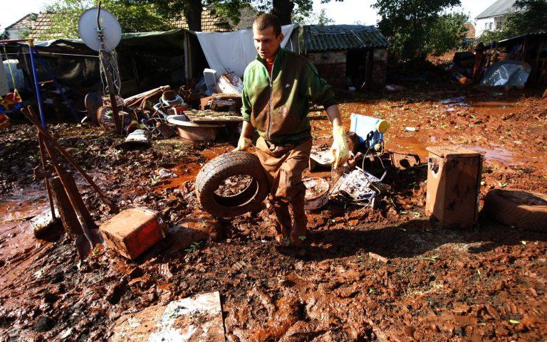 Συναγερμός για τοξική λάσπη και στη Σλοβακία | Newsit.gr