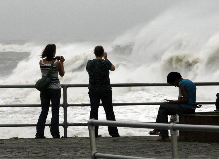 Ο κυκλώνας Ερλ κατευθύνεται στον Καναδά | Newsit.gr
