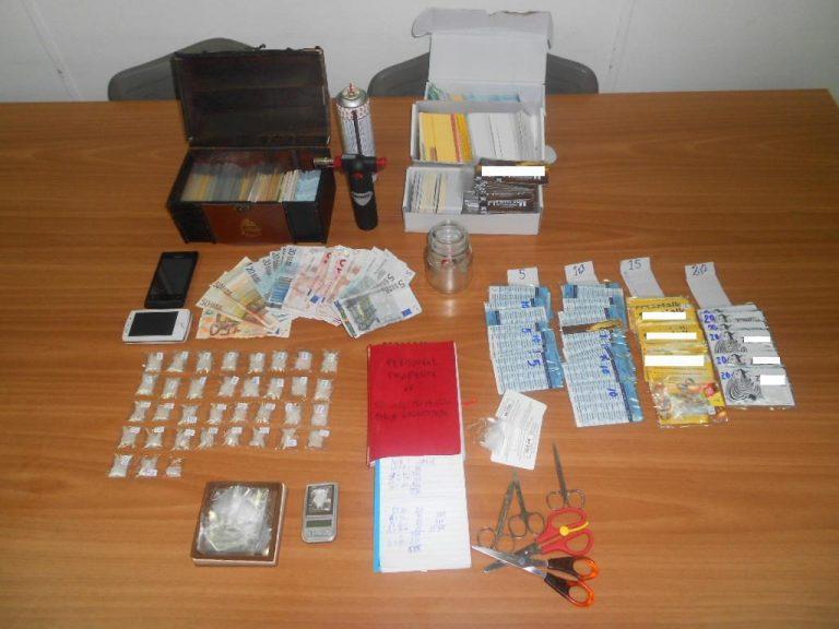 Διακινούσαν τα ναρκωτικά μέσα σε τηλεκάρτες! | Newsit.gr