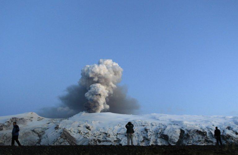 Τρελά κέρδη…από πώληση ηφαιστειακής τέφρας   Newsit.gr