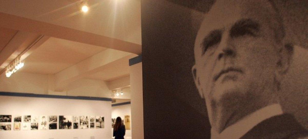 Κλέβει την παράσταση η ομιλία Τσίπρα για τον Κωνσταντίνο Καραμανλή   Newsit.gr