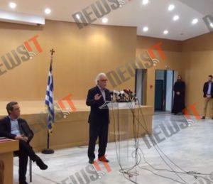 Η αμήχανη στιγμή της ομιλίας του νέου υπουργού Παιδείας! [pic]