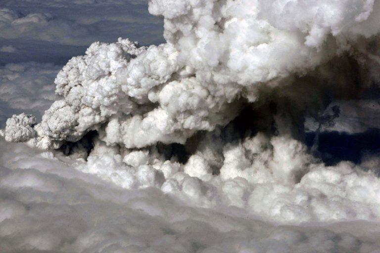 Νέο σύννεφο ηφαιστειακής τέφρας απειλεί την Ευρώπη | Newsit.gr