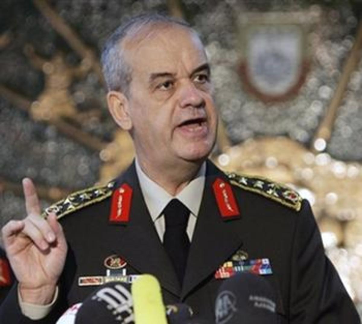 Τούρκος εισαγγελέας καλεί τον πρώην αρχηγό Μπασμπούγ για τις έρευνες στο σκάνδαλο του διαδικτύου | Newsit.gr