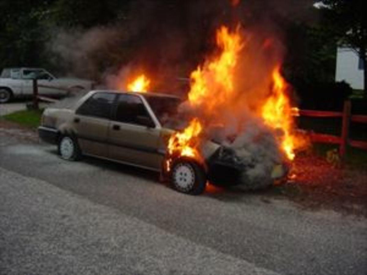Κρήτη: Έγιναν στάχτη τρία »ξεχασμένα» αυτοκίνητα   Newsit.gr