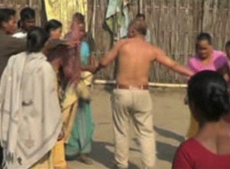 Ινδία: Λίντσαραν πολιτικό γιατί βίασε γυναίκα (VIDEO) | Newsit.gr