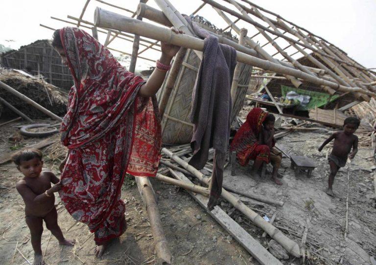 Ινδία: Χιλιάδες άστεγοι από την σφοδρή θύελλα | Newsit.gr