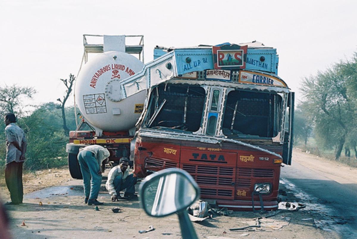 18 νεκροί σε τροχαίο στην Ινδία   Newsit.gr