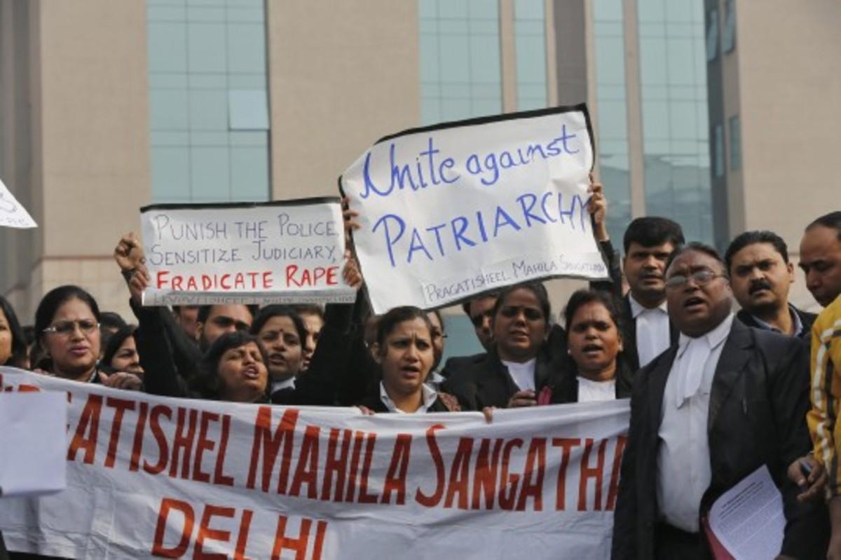 Ο σύντροφος της 23χρονης στην Ινδία μίλησε: «τους παρακαλούσα να σταματήσουν να τη βιάζουν» | Newsit.gr