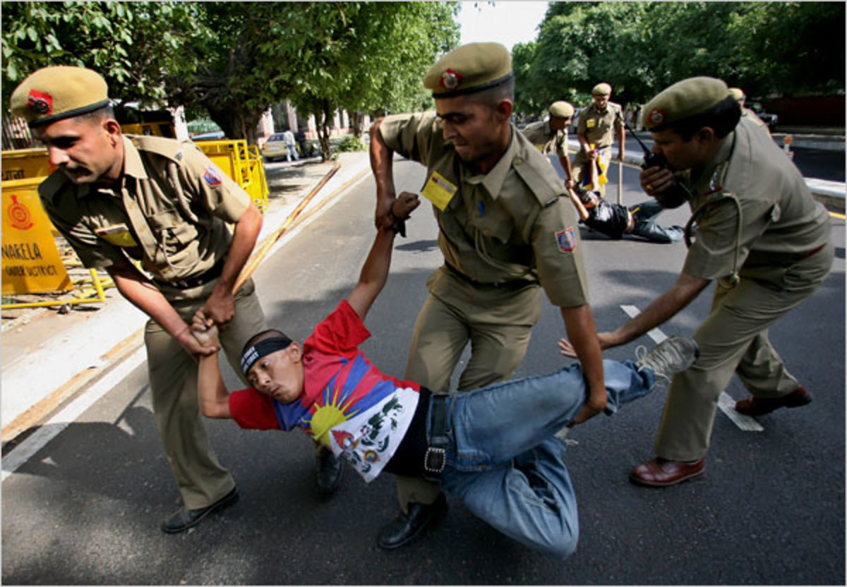 Προσπάθησε να βάλει βόμβα στο σπίτι του βιαστή της φοιτήτριας στην Ινδία   Newsit.gr