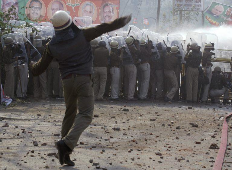 Δυο νεκροί σε διαδηλώσεις στην Ινδία | Newsit.gr