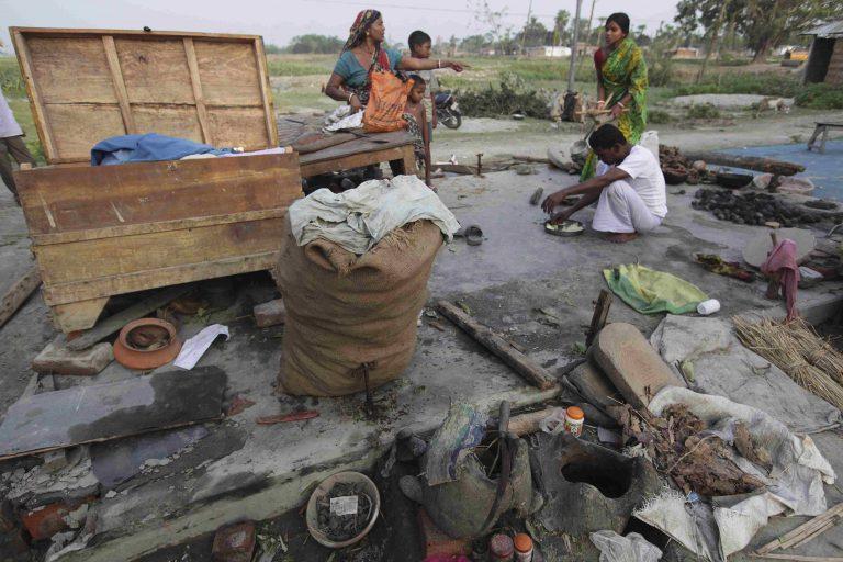 Καταιγίδες σαρώνουν την Ινδία, 56 νεκροί | Newsit.gr