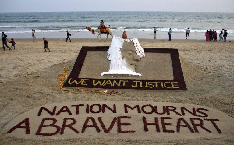 Οργή και θρήνος στην Ινδία για την 23χρονη φοιτήτρια   Newsit.gr