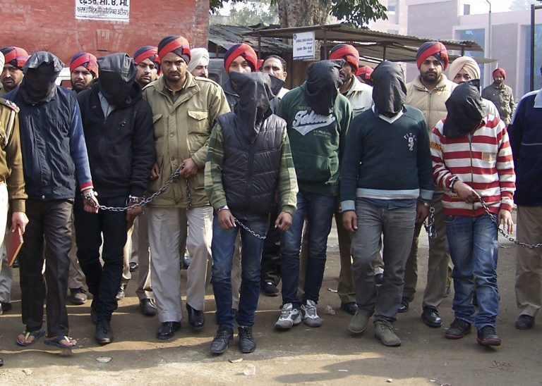Ινδία: Άρχισε η δίκη για τον βιασμό της φοιτήτριας – Δηλώνουν αθώοι | Newsit.gr