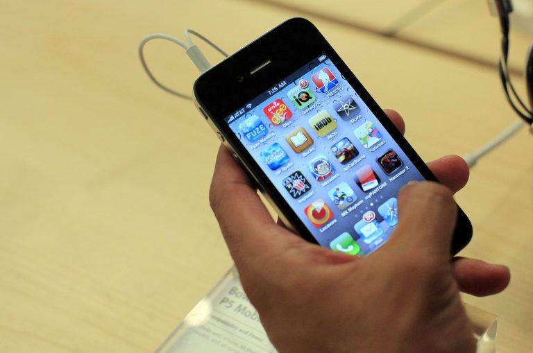 Μαζικές αγωγές κατά της Apple για to iPhone 4 | Newsit.gr