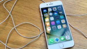 Η Apple βλέπει τις πωλήσεις του iPhone να μειώνονται!