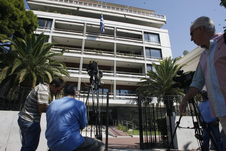 Διαψεύδονται τα περί αθρόων παράνομων ελληνοποίησεων   Newsit.gr