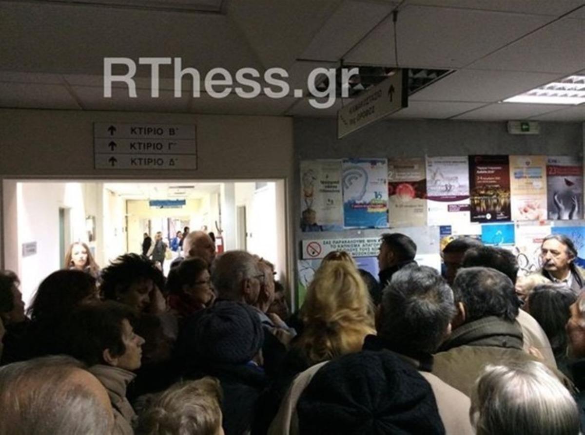 Θεσσαλονίκη: Εικόνες ντροπής στο Ιπποκράτειο με ουρές, φωνές και σπρωξίματα [pics, vid] | Newsit.gr