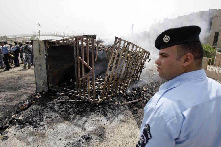 Aιματηρές συγκρούσεις στην Ινδία με 19 νεκρούς λόγω εδαφικών διαφορών | Newsit.gr