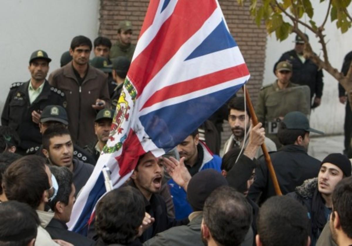 Αποχώρησαν όλοι οι ιρανοί διπλωμάτες από τη Βρετανία   Newsit.gr