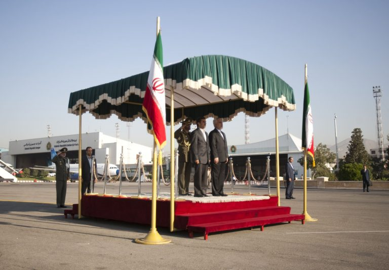 Θέλουν να δημιουργήσουν «κόκκινο τηλέφωνο» ανάμεσα σε ΗΠΑ και Ιραν | Newsit.gr