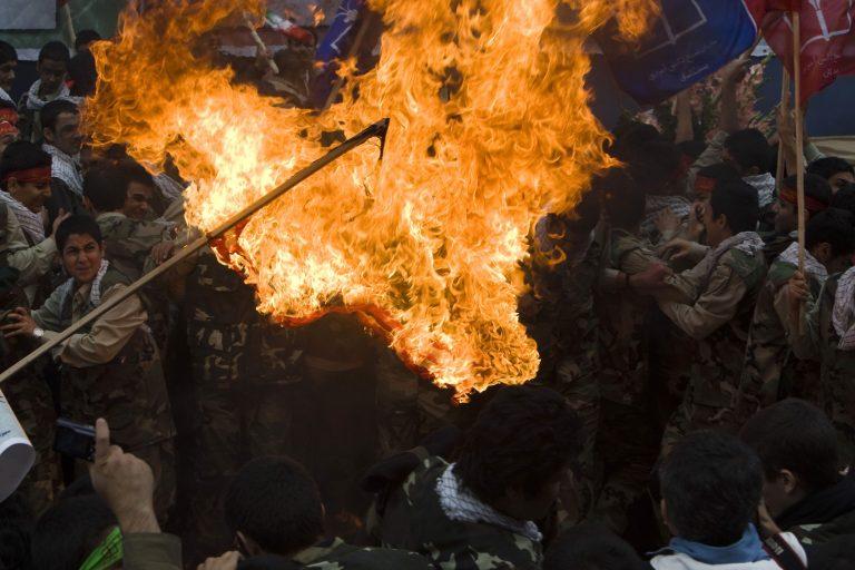 Ιράν: Συμπλοκές διαδηλωτών και αστυνομίας | Newsit.gr