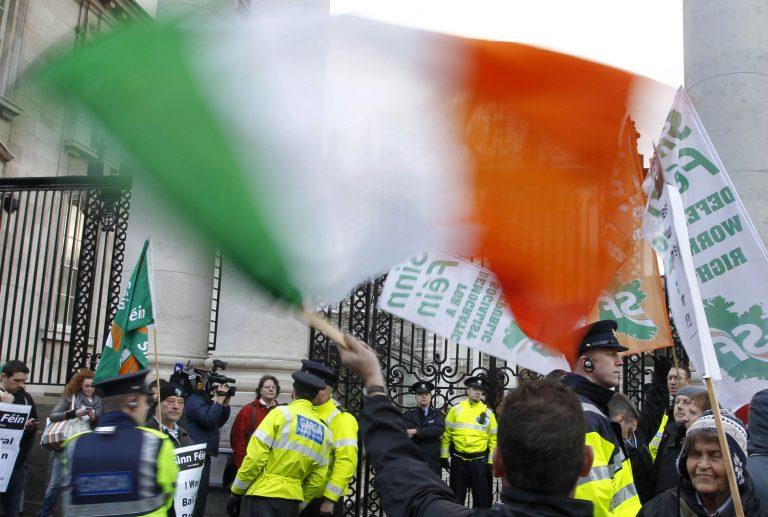 Εξετάζουν να διπλασιάσουν το χρόνο αποπληρωμής των δανείων για την Ιρλανδία | Newsit.gr