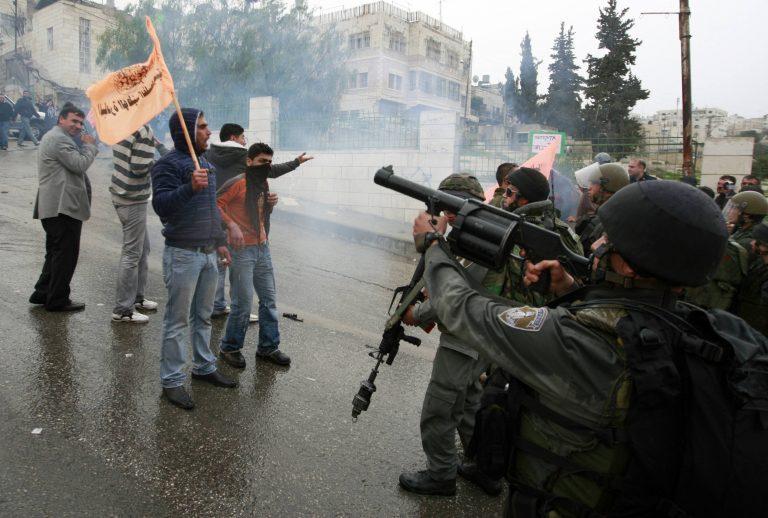 Πετροπόλεμος και συλλήψεις στη Χεβρώνα | Newsit.gr