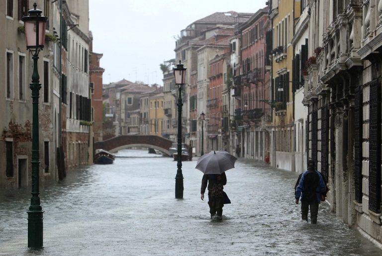 Κατακλυσμιαίες βροχές στην Ιταλία – Ηλικιωμένη παρασύρθηκε από χείμαρρο   Newsit.gr