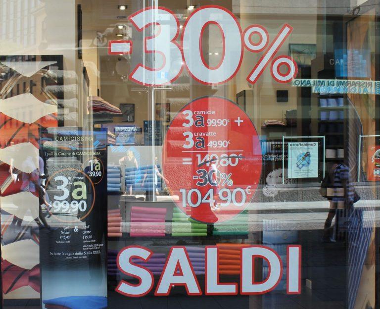 Άρχισαν οι εκπτώσεις στην Ιταλία αλλά οι καταναλωτές είναι συγκρατημένοι | Newsit.gr