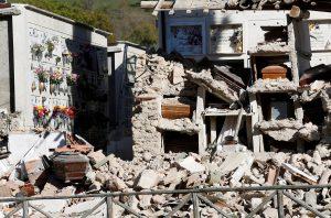 Δύο μήνες 22.000 μετασεισμοί έχουν «γονατίσει» την Ιταλία