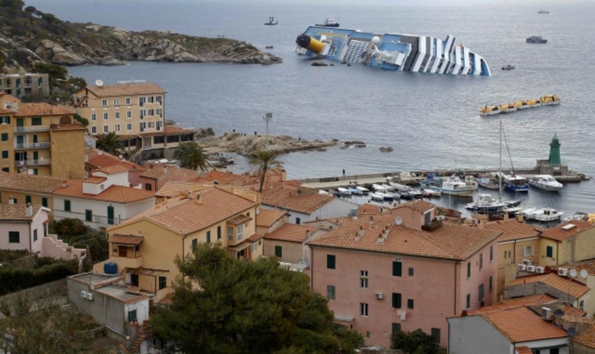 «Αντονέλο, έλα να δεις, είμαστε πολύ κοντά στο Τζίλιο» είπε ο καπετάνιος πριν ρίξει το Costa Concordia στα βράχια | Newsit.gr