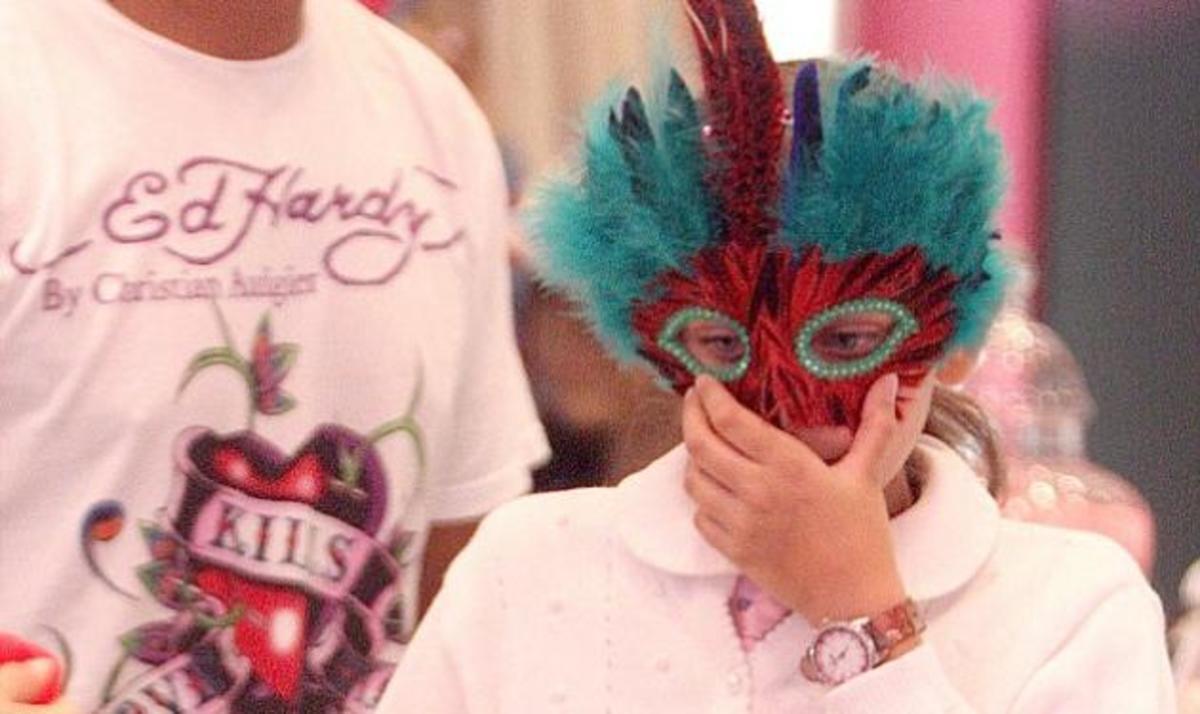 Η κόρη του M. Jackson αποκαλύπτει γιατί της φορούσε μάσκα ο πατέρας της ! | Newsit.gr