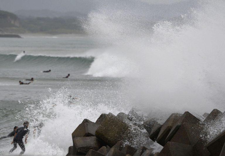 Σαρώνει την Ιαπωνία ο τυφώνας Βονγκφόνγκ, δυο νεκροί