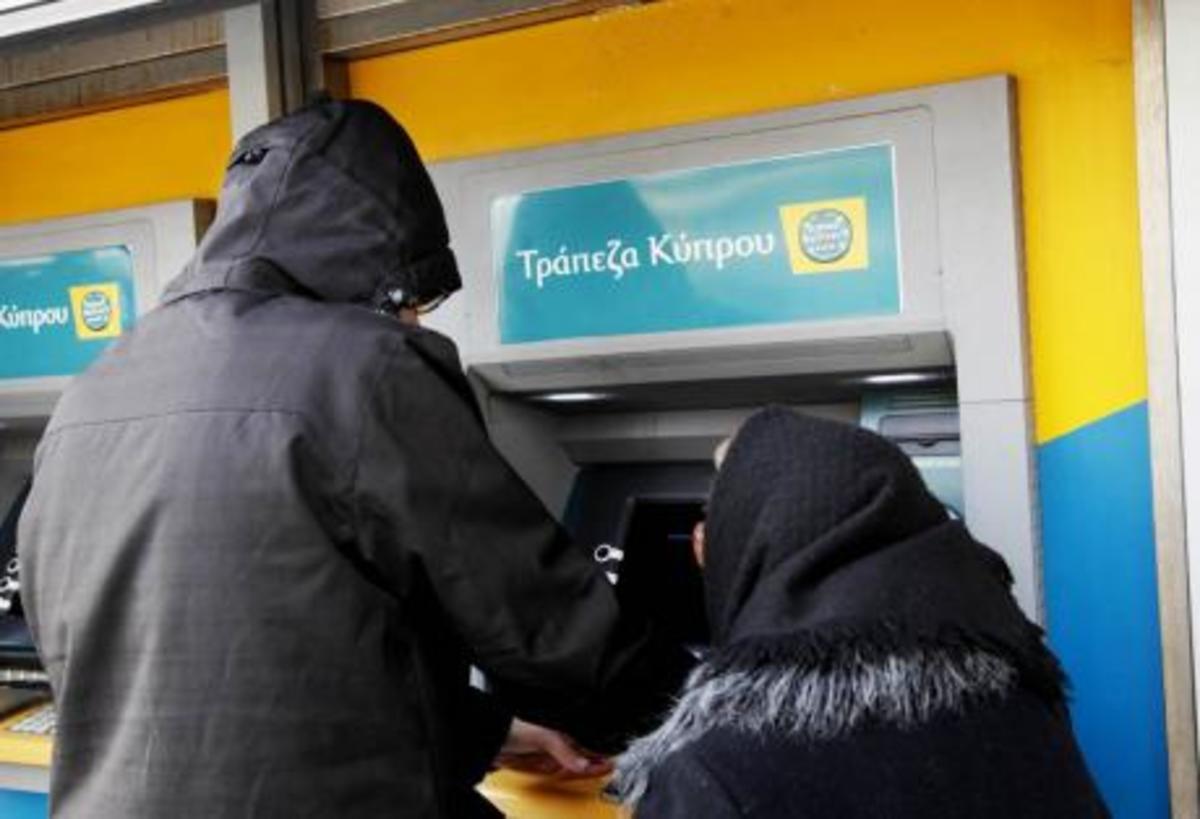 Πάτρα: Ουρές στα ΑΤΜ για αναλήψεις από Κυπριακές τράπεζες!   Newsit.gr